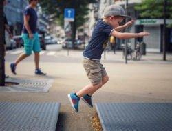 Enfant dans la ville