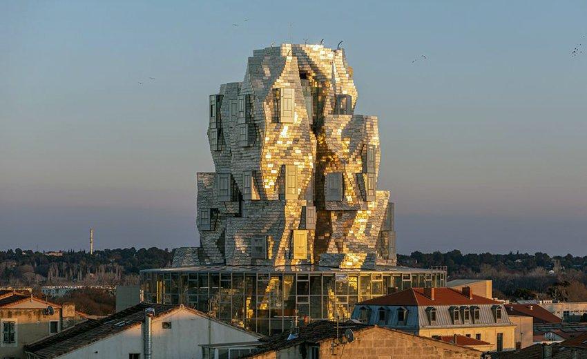 Frank Gehry Arles © Adrian Deweerdt